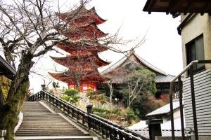 幸神社から五重塔